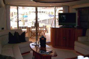80' Sunseeker Manhattan 80 1999 Salon Looking Aft