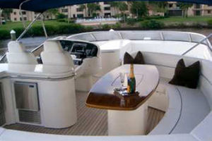 Sunseeker-Manhattan-80-1999-Laura-San-Remo-Italy-Bridge-Seating-924219