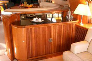 80' Sunseeker Manhattan 80 1999 Salon Wet Bar