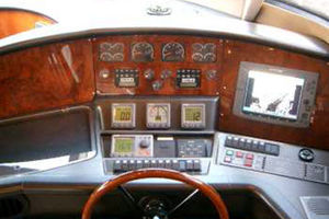 80' Sunseeker Manhattan 80 1999 Lower Helm