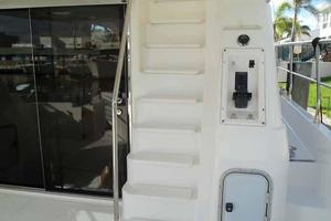 55' Neptunus 3 SR, TNT Lift 1997 Molded Flybridge Steps