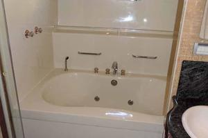 81' Cheoy Lee Bravo 81 2002 Master Head Jacuzzi Tub to Starboard