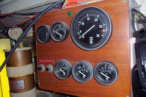 46' Dyna Double Cabin M/Y 1988 Engine room gauges