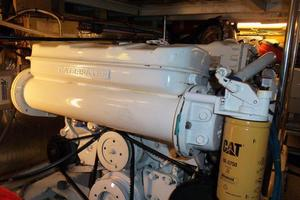 46' Dyna Double Cabin M/Y 1988 Starboard engine
