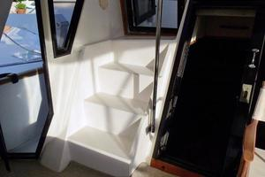 46' Dyna Double Cabin M/Y 1988 Stairs to flybridge