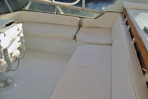 46' Dyna Double Cabin M/Y 1988 Stbd side FB seating