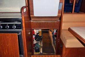 46' Dyna Double Cabin M/Y 1988 Engine room entrance