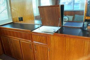60' Hatteras Convertible/Enclosed FB 1979 Salon Wet Bar