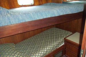 60' Hatteras Convertible/Enclosed FB 1979 Starboard Guest Cabin