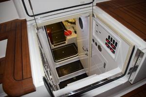 76' Viking 76 Enclosed 2010 Engine Room Cockpit Entrance