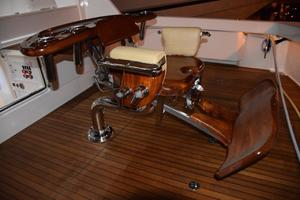 76' Viking 76 Enclosed 2010 Release Trillion Chair with Gooseneck Offset