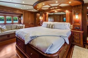 97' Vicem Motor Yacht 2007 Master Suite