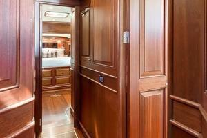 97' Vicem Motor Yacht 2007 Guest Foyer