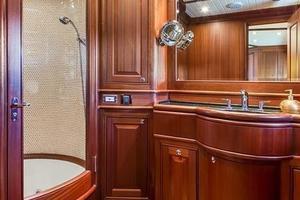 97' Vicem Motor Yacht 2007 Master Bath