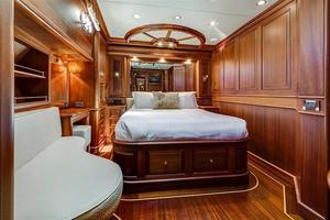 97' Vicem Motor Yacht 2007 Guest Stateroom