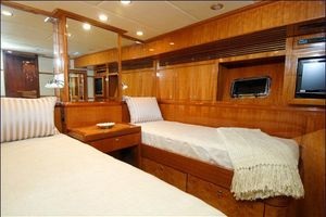 76' Offshore Motoryacht 2010 Guest Cabin