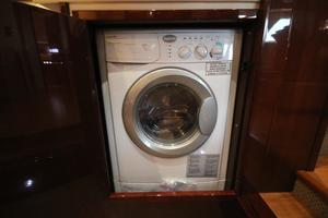 54' Sea Ray 540 Sundancer 2011 Splendide washer/dryer