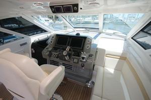 54' Sea Ray 540 Sundancer 2011 forward in cockpit