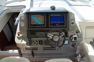 54' Sea Ray 540 Sundancer 2011 helm detail