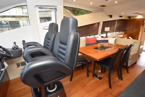 63' Sunseeker Manhattan 63 2013 Dinette and helm seats