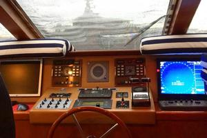 109' Azimut 105 Fly 1991 Bridge