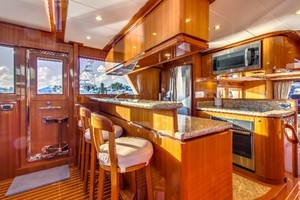 65' Hampton Endurance 658 2017 Fully Equpped Galley