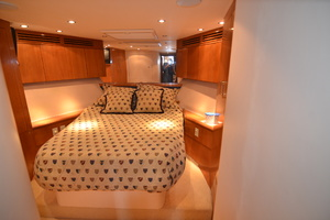 55' Hatteras 55 Convertible 2000 Fwd VIP Stateroom