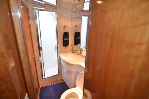 55' Hatteras 55 Convertible 2000 Shower
