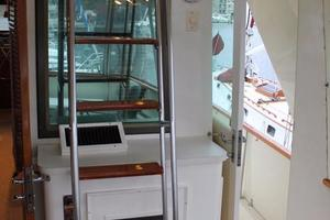 53' Hatteras Motoryacht 1984 Flybridge Ladder