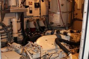 53' Hatteras Motoryacht 1984 Engine Room