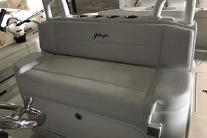 39' Yellowfin 39 2016 Helm Seating