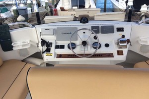 39' Mainship 390 Trawler 2001 Flybridge Helm