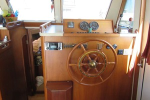 39' Mainship 390 Trawler 2001 Lower Helm