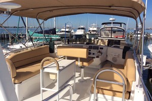 39' Mainship 390 Trawler 2001 Flybridge