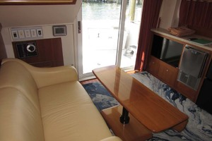 39' Mainship 390 Trawler 2001 Salon Seating And Galley