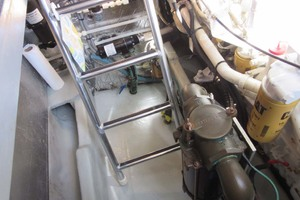 39' Mainship 390 Trawler 2001 Engine Strainer And Bilge