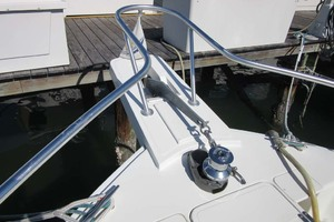 39' Mainship 390 Trawler 2001 Pulpit and Windlass