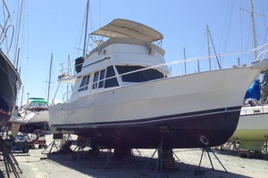 39' Mainship 390 Trawler 2001 On The Hard