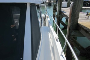 39' Mainship 390 Trawler 2001 Side Deck
