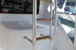 51' Buddy Davis 51 Custom Carolina Sportfish 1988 Ladder to Flybridge
