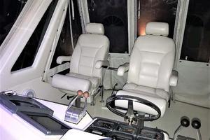 53' Ocean Yachts 53 Super Sport 1998 Helm Seats