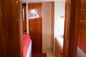 52' Regal 52 Sport Coupe 2008 Master Stateroom Entry