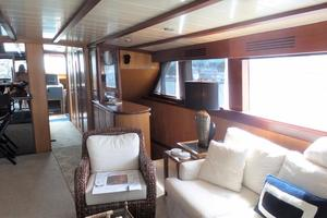 72' Custom Carolina Motor Yacht 2000 Salon Starboard
