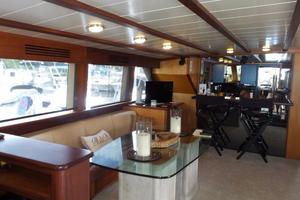 72' Custom Carolina Motor Yacht 2000 Salon Port