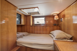 70' Mikelson Sportfisher 2000 CREW QUARTERS