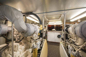 70' Mikelson Sportfisher 2000 ENGINE ROOM