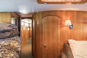 70' Mikelson Sportfisher 2000 GUEST STATEROOM