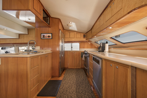 70' Mikelson Sportfisher 2000 GALLEY