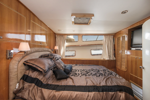 70' Mikelson Sportfisher 2000 MASTER STATEROOM