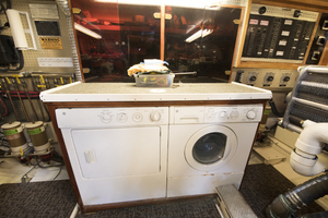 70' Mikelson Sportfisher 2000 WASHER And DRYER
